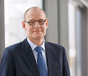 Dr. Bernd Montag